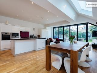 Bright 5 bedroom London House with Internet Access - London vacation rentals