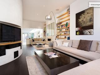 Veeve - The Curved Lounge - London vacation rentals