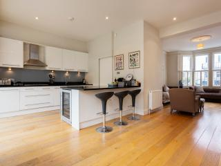 Comfortable 5 bedroom London House with Washing Machine - London vacation rentals