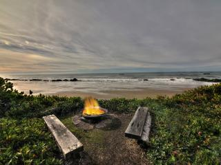 Gorgeous rock outcroppings & sandy beach! - Seal Rock vacation rentals