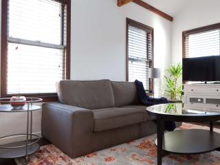 2 bedroom Apartment with Internet Access in Long Island City - Long Island City vacation rentals