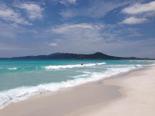 Casa azul de frente para o mar - Cabo Frio vacation rentals