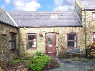 CORNER COTTAGE, stone barn converison, private enclosed garden, pet-friendly, woodburner, in Broad Haven, Ref 932268 - Broad Haven vacation rentals