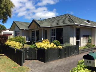 Tranquil Tui House near the lake and town - Taupo vacation rentals
