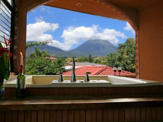 2 bedroom Cabin with Internet Access in La Fortuna de San Carlos - La Fortuna de San Carlos vacation rentals