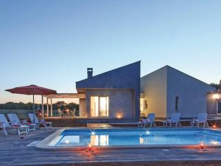 Comfortable 3 bedroom House in Loborika - Loborika vacation rentals