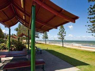 Sutton's Beach Holiday Apartment - perfect getaway - Redcliffe vacation rentals