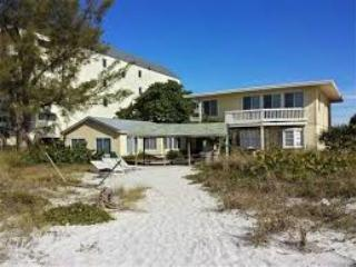 """RARE FIND!"" Cottage 8 (2 places N of CHATEAUX!) - Indian Shores vacation rentals"