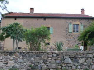 Cozy 3 bedroom House in Cluny with Parking - Cluny vacation rentals