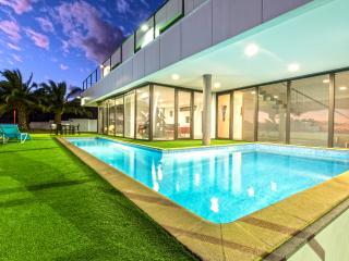 Villa Cipriani with private heated pool - Calheta vacation rentals