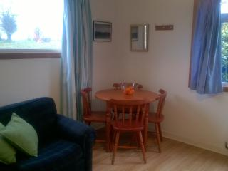 Bright 1 bedroom Chalet in Glasgow with Internet Access - Glasgow vacation rentals