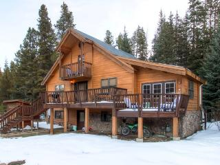 Inviting 2BR + Loft Breckenridge Cabin w/Mountain Views & Private Hot Tub - Easy Access to Breckenridge Ski Resort - Breckenridge vacation rentals