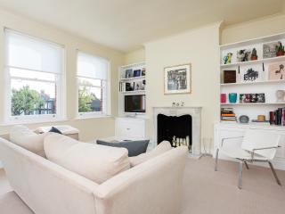 A minimalist yet chic home in upmarket Fulham. - London vacation rentals