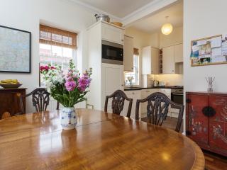 A comfortable three-bedroom home in Pimlico. - London vacation rentals