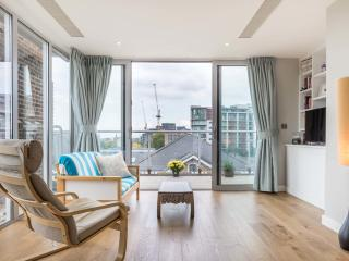 A light and bright two-bedroom penthouse in Putney. - London vacation rentals