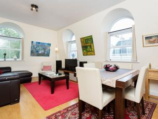 Centrally located 3 bed apartment, Bayswater - London vacation rentals