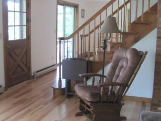 4BR Lakefront New England Charmer - The Perfect Weekend Getaway on Wickaboag Lake! - West Brookfield vacation rentals