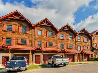 Exceptional 5BR Ski-In/Ski-Out Snowshoe Townhome w/Wifi, 8-Person Hot Tub, Private Deck & Beautiful Mountain Views - Beginner Ski Slope Access Just 100 Feet Away! - Snowshoe vacation rentals