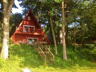 Lakefront 3BR A-Frame Cottage on Bankson Lake w/Private Dock, Sandy Beach, 2 Kayaks & Wifi - Near Miracle Camp, Shopping, & All Lake Activities! - Lawton vacation rentals