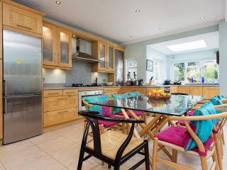 Bright House in London with Washing Machine, sleeps 6 - London vacation rentals