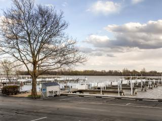 Charming 1BR Port Clinton Condo w/Wifi, Community Pool & Boat Ramp Access - Fantastic Location, Just Steps To Lake Erie & 20 Minutes From Cedar Point! - Port Clinton vacation rentals