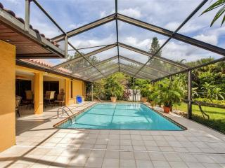 Remarkable 3BR Bonita Springs House w/Wifi, Private Enclosed Heated Pool & Nice Backyard - Very Close to Beaches, Fishing, Dining, Phenomenal Golf Courses & More! - Bonita Springs vacation rentals