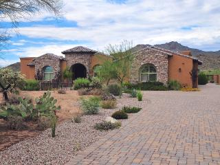 'Villa Montagne' Tuscan-Style 4BR Tucson House on Private 4-Acre Lot w/ Pool & Spa, Beautiful Courtyard, Mountain Views & Latest Technology - Near Outdoor Activities &More! - Tortolita vacation rentals