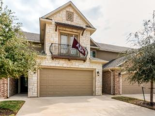 New Listing! Stunning 4BR College Station Townhouse w/Wifi, Private Patio & Access to Awesome Community Pool - Minutes from Veterans Park, Texas A&M University & More! - College Station vacation rentals