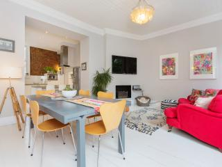Beautiful House with Washing Machine and Balcony - London vacation rentals
