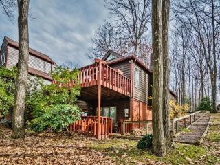 10% Off in March! Serene 2BR Farmington Condo at Nemacolin Woodlands Resort w/Private Deck & Lovely Forest Views - Minutes to Lady Luck Casino, Ohiopyle & White Water Rafting Outfitters! - Farmington vacation rentals