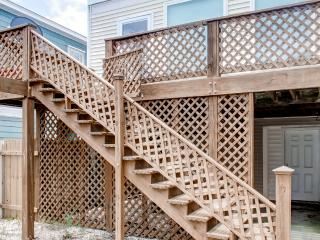 Inviting 3BR Kure Beach Townhome w/ Wifi, Gas Grill – Walk to the Beach, the Pier, Restaurants & More! - Kure Beach vacation rentals