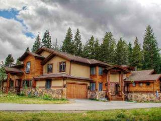 Gorgeous 6BR Blue River Duplex w/Wifi, Private Hot Tub, 2-Level Deck & Beautiful Yard - Close Proximity to Breckenridge Ski Resort, Hiking & Fishing! - Blue River vacation rentals
