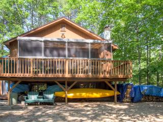 Quiet 3BR North Conway Home w/Screened Porch & Gas Grill - Minutes from Downtown Restaurants & Shopping - Close to Skiing, Storyland & More! - North Conway vacation rentals