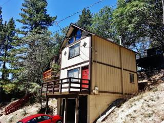 'Beal Boru' Sunny 2BR Arrowbear Lake House w/Wifi, Private Porch & Tree-Lined Mountain Views - Easy Access to Natl Forests, Local Restaurants & Outdoor Activities! - Running Springs vacation rentals
