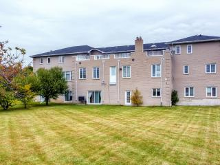 New Listing! 'The White House' Tremendous 12BR Brampton House w/Wifi, Large Private Balcony & Beautiful East Indian Decor - Centrally Located in the High-End Castlemore Area! Perfect for Weddings, Family Gatherings & Special Events! - Brampton vacation rentals