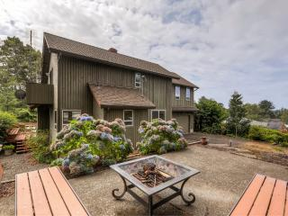Serene 3BR Gleneden Beach House w/Wraparound Deck, Gas Grill & Wood Burning Fireplace - Walk to the Beach! Easy Access to Golf Courses, Restaurants, Shops & More - Gleneden Beach vacation rentals