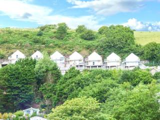 LLYGAID-YR-HAUL ground floor apartment, sea views, hot tub, sauna, Jacuzzi bath, WiFi in Pendine Ref 928392 - Pendine vacation rentals