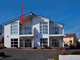 SEAVIEW, first floor apartment, open plan, WiFi, pet-friendly, in Benllech, Ref 931028 - Benllech vacation rentals