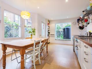 Spacious 4 bedroom House in London - London vacation rentals