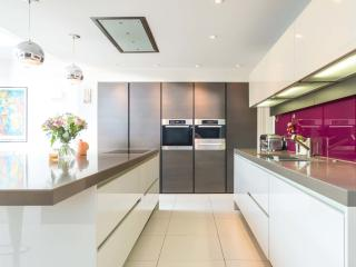 Veeve - Magical & Modern - London vacation rentals