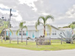 Delightful 2BR Ormond Beach House w/Recently Remodeled Interior, Wifi & Outdoor Shower - Walking Distance to an Uncrowded Beach, Restaurants & More! - Ormond Beach vacation rentals