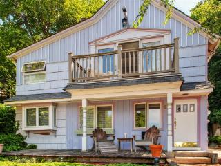 Tranquil 2BR Northport House w/3 Private Decks & Beautiful Views Overlooking Northport Harbor - Steps from Northport Village & Close to Beaches! - Northport vacation rentals