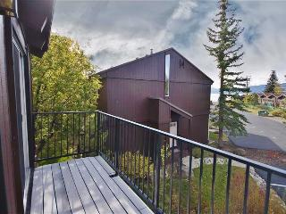 Spacious & Cozy 4BR Lake Tahoe Condo w/2 Tree-Top Balconies & Scenic Views - Steps from the Beach, Only 1 Mile from Tahoe City & 15 Minutes to Squaw Valley Resort! - Tahoe City vacation rentals