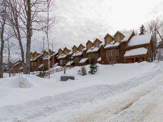 Peaceful 4BR Carrabassett Valley Condo w/Beautiful Mountain Views & Shuttle Access - Amazing Ski-In/Ski-Out Location at Sugarloaf Ski Resort! - Carrabassett Valley vacation rentals