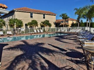 Quaint 2BR Vero Beach Townhome w/Community Pool Access, Private Patio & Unobstructed Lake Views - Within 1 Mile of Beaches, Restaurants, Golf Courses & Spas! - Vero Beach vacation rentals
