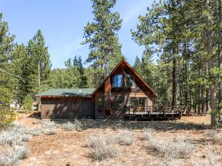 Delightful 4BR South Lake Tahoe House w/Wifi, Expansive Deck & All Comforts of Home - Easy Access to Skiing, Lake Activities & More! - South Lake Tahoe vacation rentals