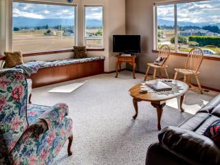 A Charming Fly-in; Drive-in, 3BR Sequim Home w/ Spectacular Olympic Peninsula views - Located on Blue Ribbon Air Park -