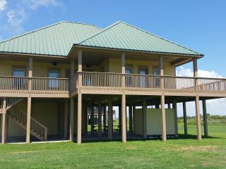 D Beach House- Linens and towels furnished - Crystal Beach vacation rentals
