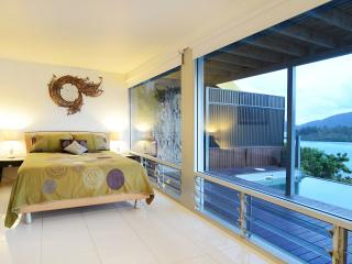 Romantic 1 bedroom Condo in Airlie Beach with Deck - Airlie Beach vacation rentals