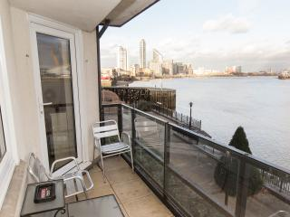 River Thames Spacious Apartment in London Dockland - London vacation rentals